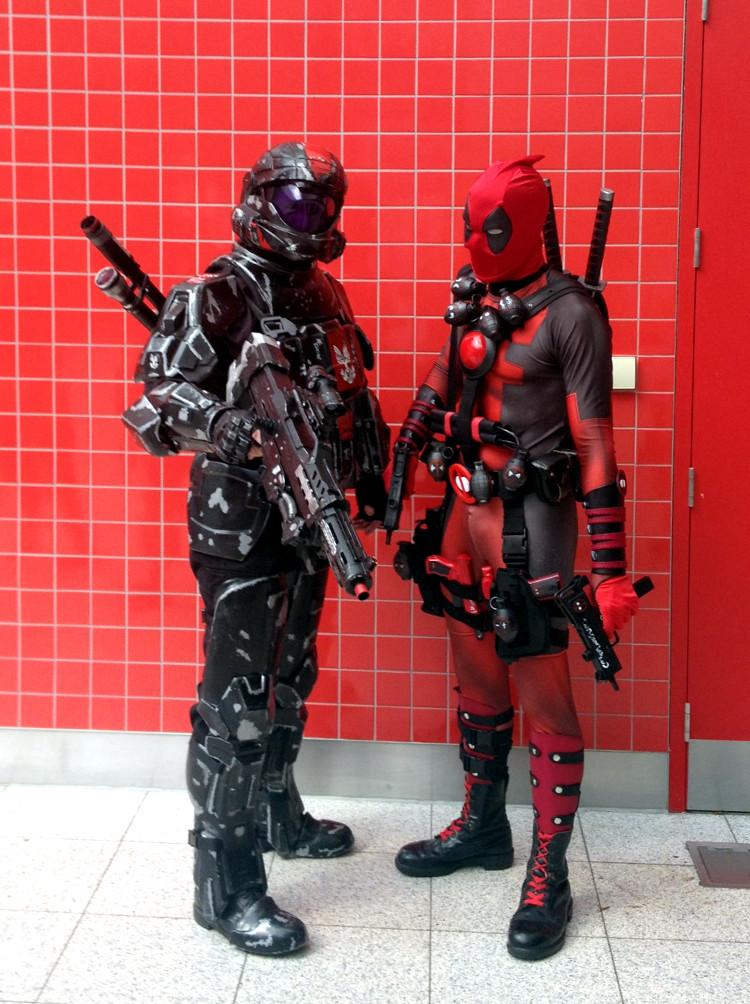 Deadpool lét sjá sig með vini sínum sem ég veit ekkert hver var. Minnir á Halo en passar ekki alveg.